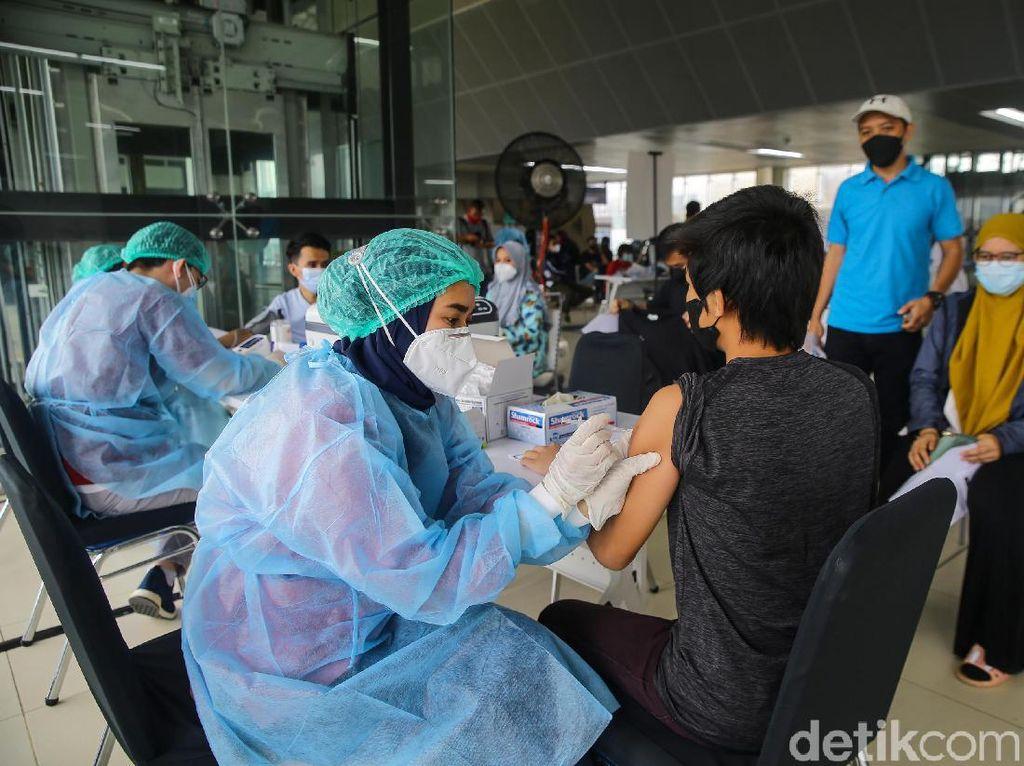 Anies: DKI Sudah Vaksin 7,1 Juta, Jangkauan Diperluas