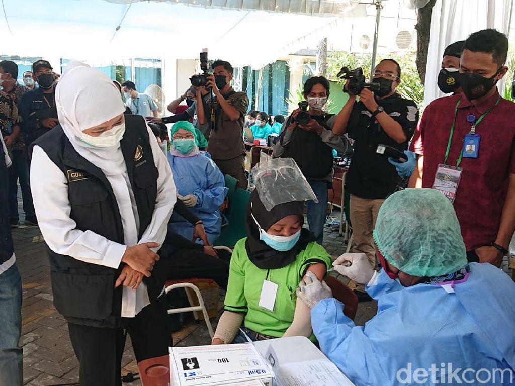 Gubernur Khofifah Minta Warga Segera Akses Tempat Vaksin Terdekat