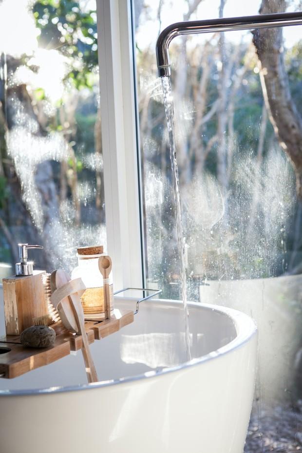 Jangan simpan produk kecantikan di kamar mandi