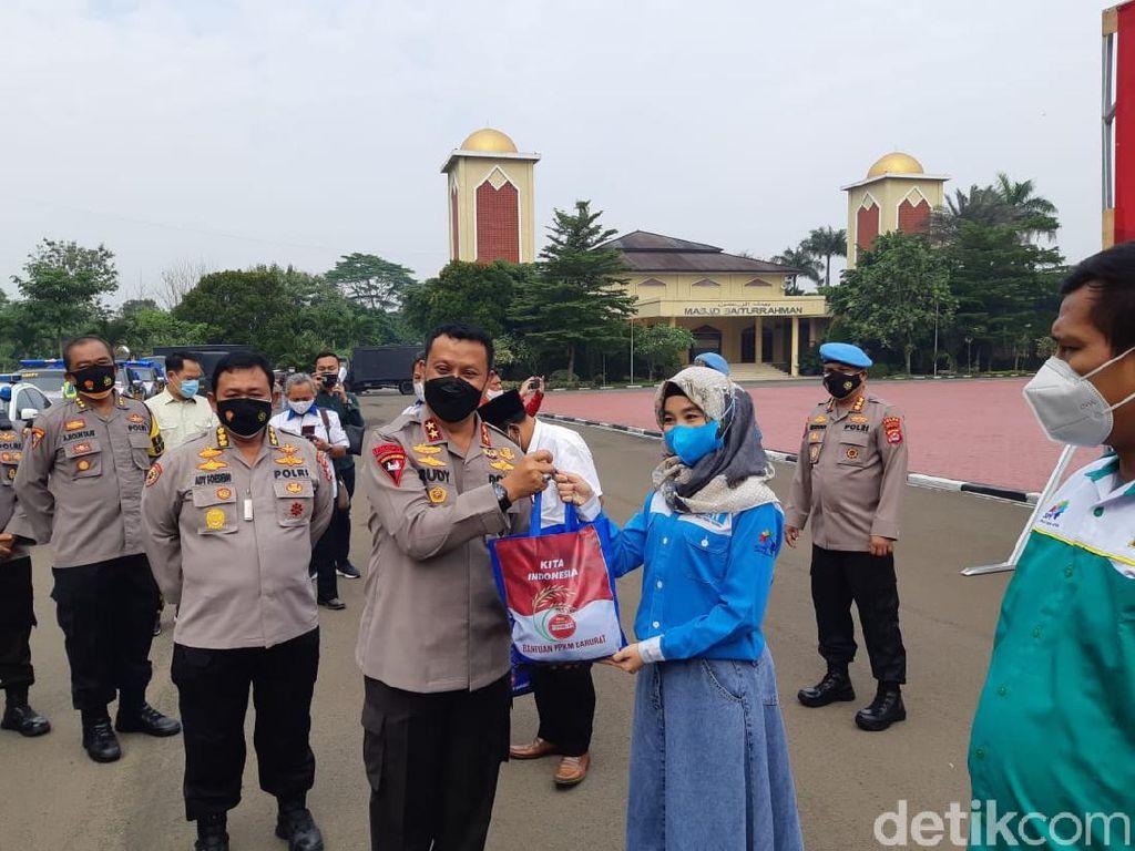 Polda Banten Sebar Ribuan Paket Sembako Bagi Buruh