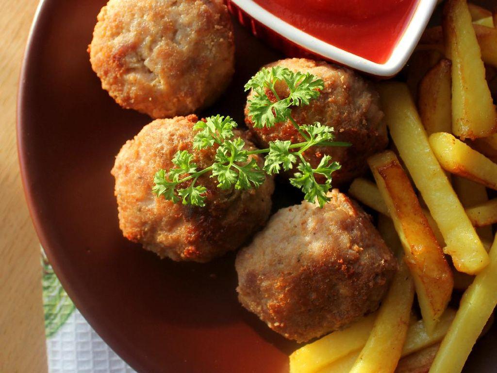 Resep Bola Ayam Goreng yang Renyah Buat Makan Siang Anak