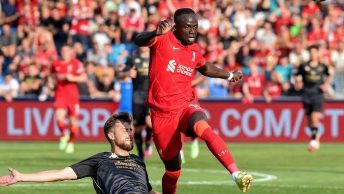 Sadio Mane tampil di laga uji coba antara Liverpool vs Mainz 05 di Groedig, Austria, Jumat 23 Juli 2021.