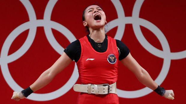 Tokyo 2020 Olympics - Weightlifting - Women's 49kg - Group A - Tokyo International Forum, Tokyo, Japan - July 24, 2021.  Windy Cantika Aisah of Indonesia reacts after a lift. REUTERS/Edgard Garrido
