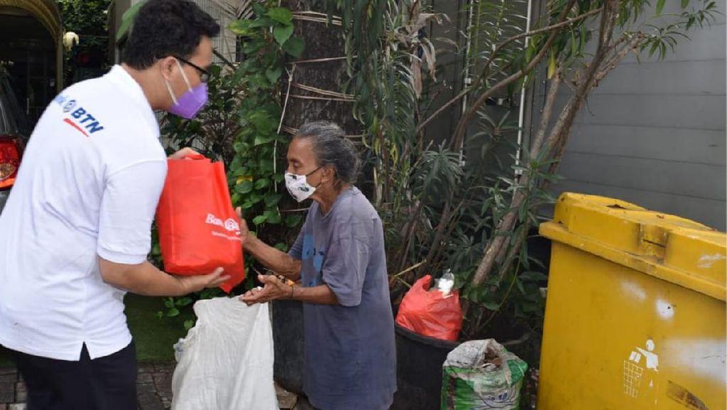 Berbagi Sembako untuk Masyarakat Kecil