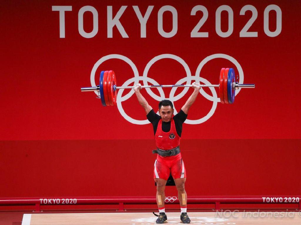 Atlet Angkat Besi Peraih Medali Olimpiade Dapat Polis Asuransi Rp 2,25 M