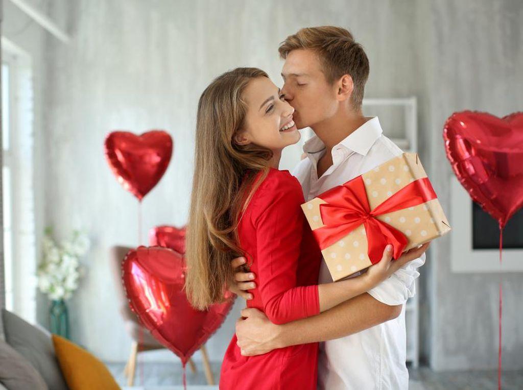 Biar Makin Disayang, Coba Beri 5 Kejutan Romantis Ini ke Pasangan