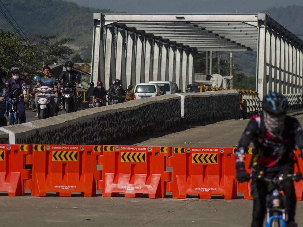 Waduh! Jembatan Sungai Citarum Retak