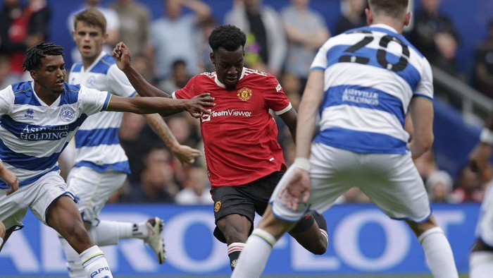 LONDON, ENGLAND - JULY 24: Anthony Elanga of Manchester United scores their second goalduring the pre-season friendly match between Queens Park Rangers and Manchester United at The Kiyan Prince Foundation Stadium on July 24, 2021 in London, England. (Photo by Henry Browne/Getty Images)