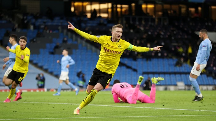 MANCHESTER, ENGLAND - APRIL 06: Marco Reus of Borussia Dortmund celebrates after scoring their teams first goal during the UEFA Champions League Quarter Final match between Manchester City and Borussia Dortmund at Etihad Stadium on April 06, 2021 in Manchester, England. Sporting stadiums around the UK remain under strict restrictions due to the Coronavirus Pandemic as Government social distancing laws prohibit fans inside venues resulting in games being played behind closed doors. (Photo by Clive Brunskill/Getty Images)