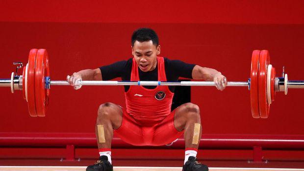 Tokyo 2020 Olympics - Weightlifting - Men's 61kg - Group A - Tokyo International Forum, Tokyo, Japan - July 25, 2021. Eko Yuli Irawan of Indonesia in action. REUTERS/Edgard Garrido