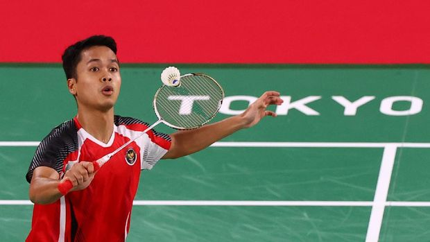Tokyo 2020 Olympics - Badminton - Men's Singles - Group Stage - MFS - Musashino Forest Sport Plaza, Tokyo, Japan – July 25, 2021. Anthony Ginting of Indonesia in action during the match against Gergely Krausz of Hungary. REUTERS/Leonhard Foeger