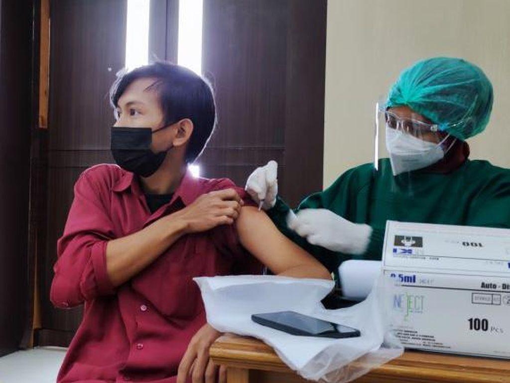 Antara Angka Vaksinasi dan Kasus Kematian Corona di Indonesia