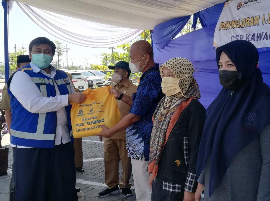 1.000 Paket Sembako Dibagikan di 5 Kecamatan Kawasan Tol Gempol-Pasuruan