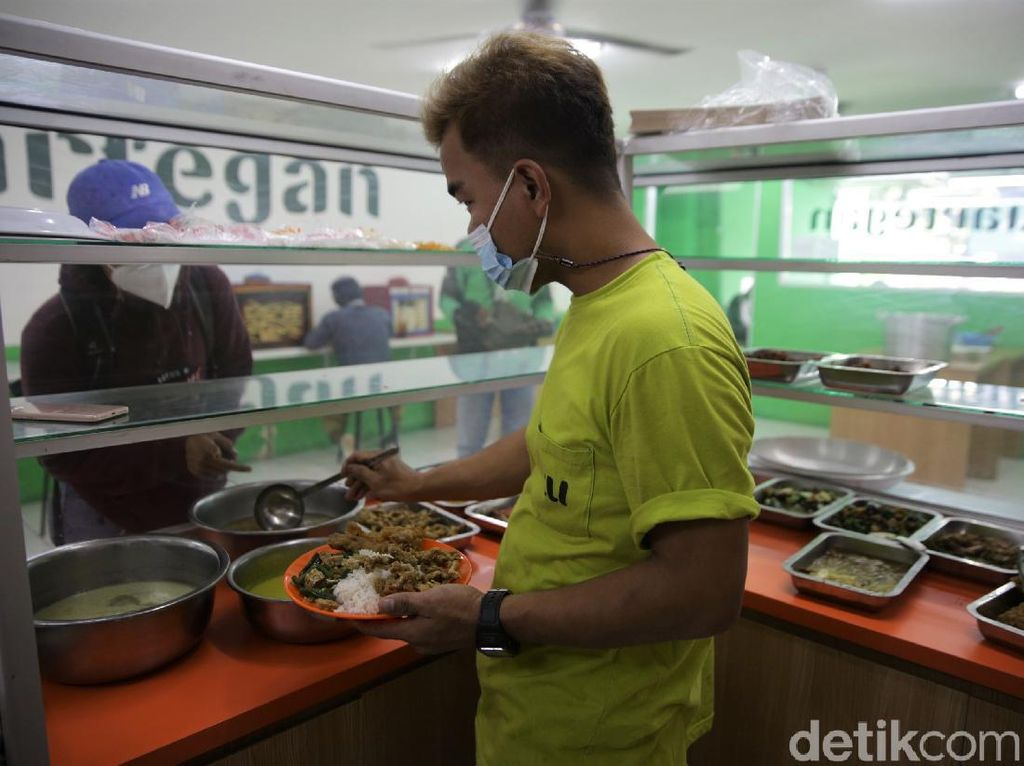 Komunitas Warteg Kritik Aturan Makan 20 Menit