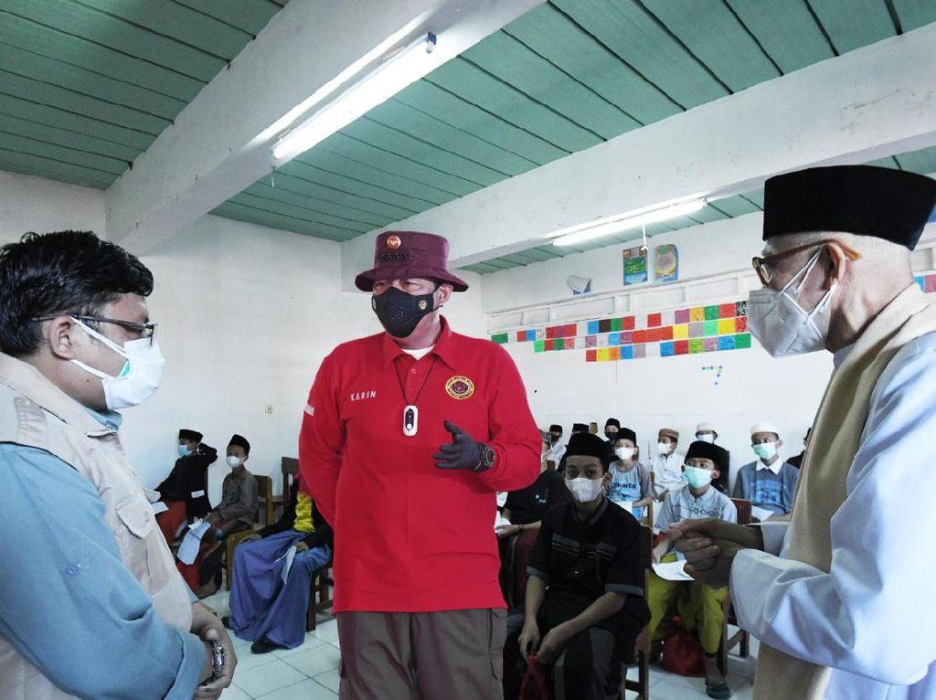 BIN Sebar 15 Ribu Vaksin Khusus Santri Ponpes-Pelajar Umum di 7 Provinsi