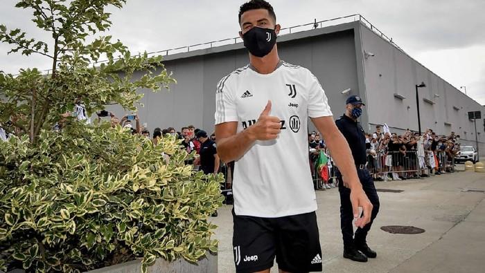 Cristiano Ronaldo bergabung untuk latihan tim Juventus di bawah asuhan Massimiliano Allegri hari Senin, 26 Juli 2021, di pusat latihan tim Kota Turin.