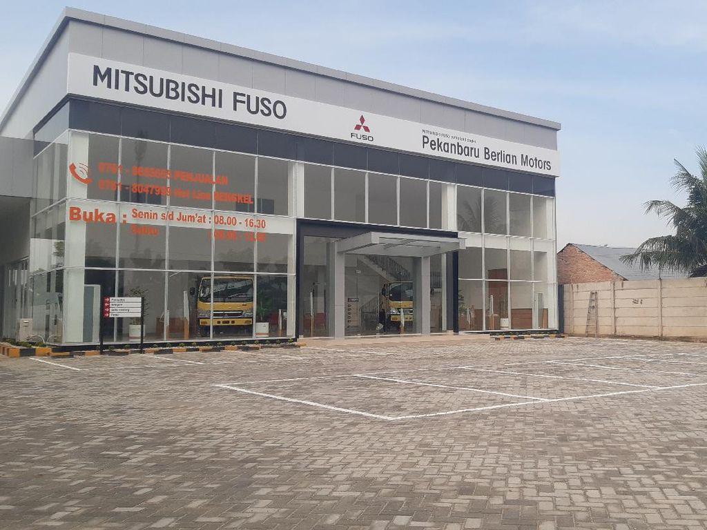 Mitsubishi Fuso Buka Dealer Baru di Pekanbaru