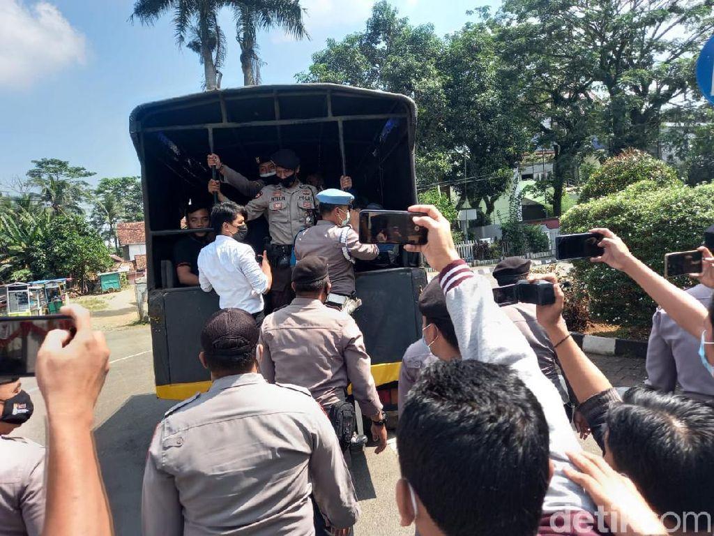 Demo Tolak PPKM di Lebak Dibubarkan, Sejumlah Orang Diamankan-Dites Corona