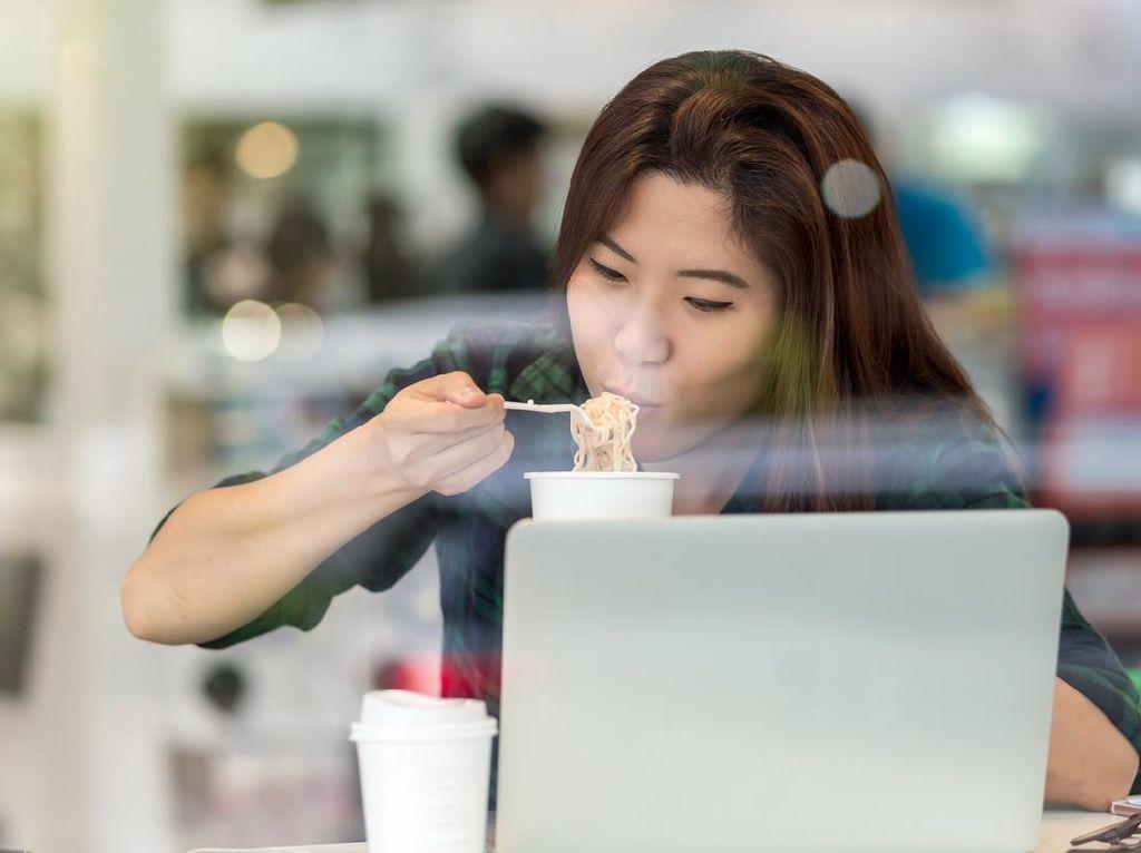 Makan di Warung Maksimal 20 Menit? Santai, Ini Risikonya Kalau Buru-buru