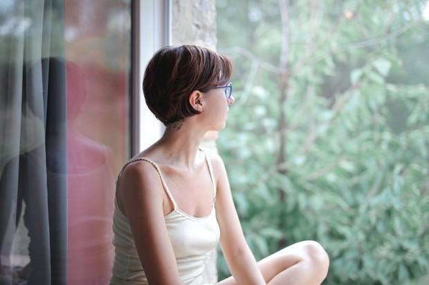 Merasa kesepian karena tidak memiliki seseorang untuk berbagi