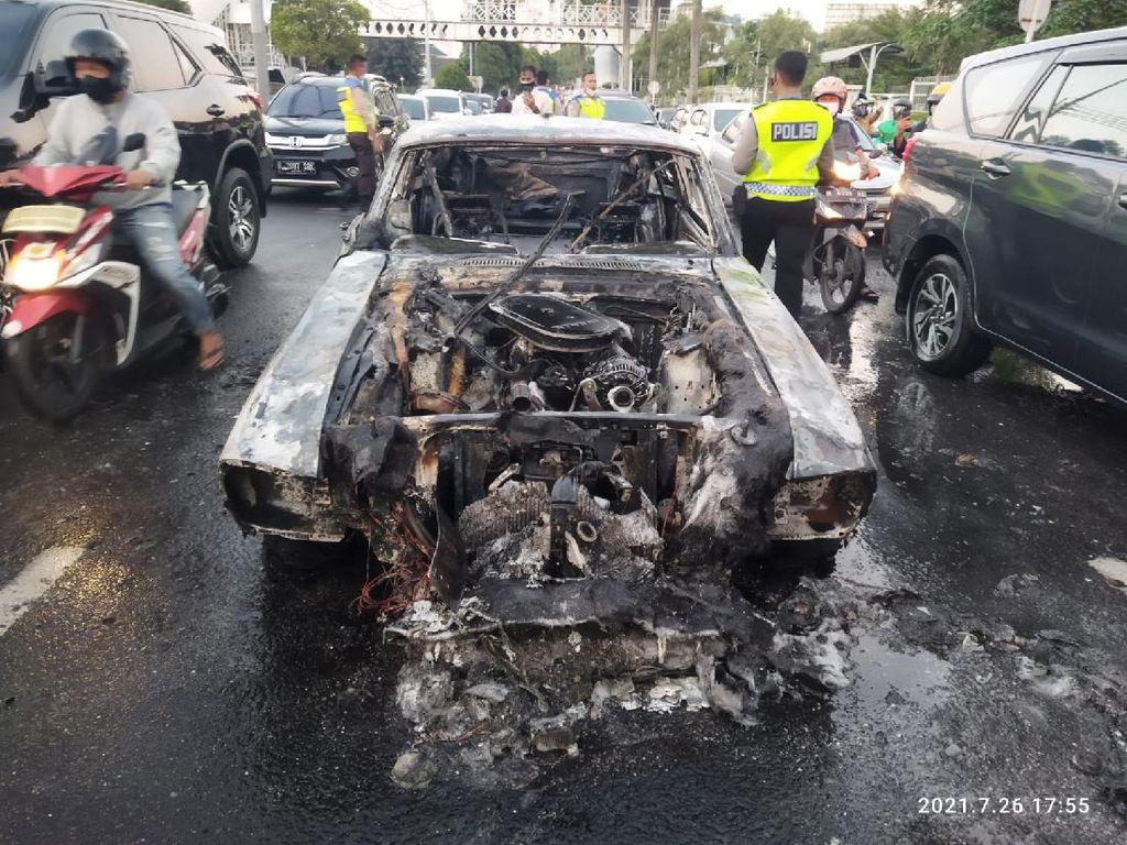 Mobil Sport Mustang Shelby GT500 Terbakar di Pondok Indah