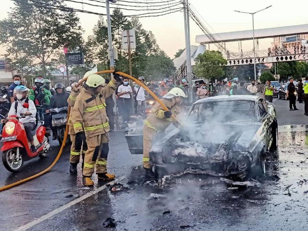 Mobil Mustang Shelby Terbakar di Pondok Indah Baru Keluar Bengkel