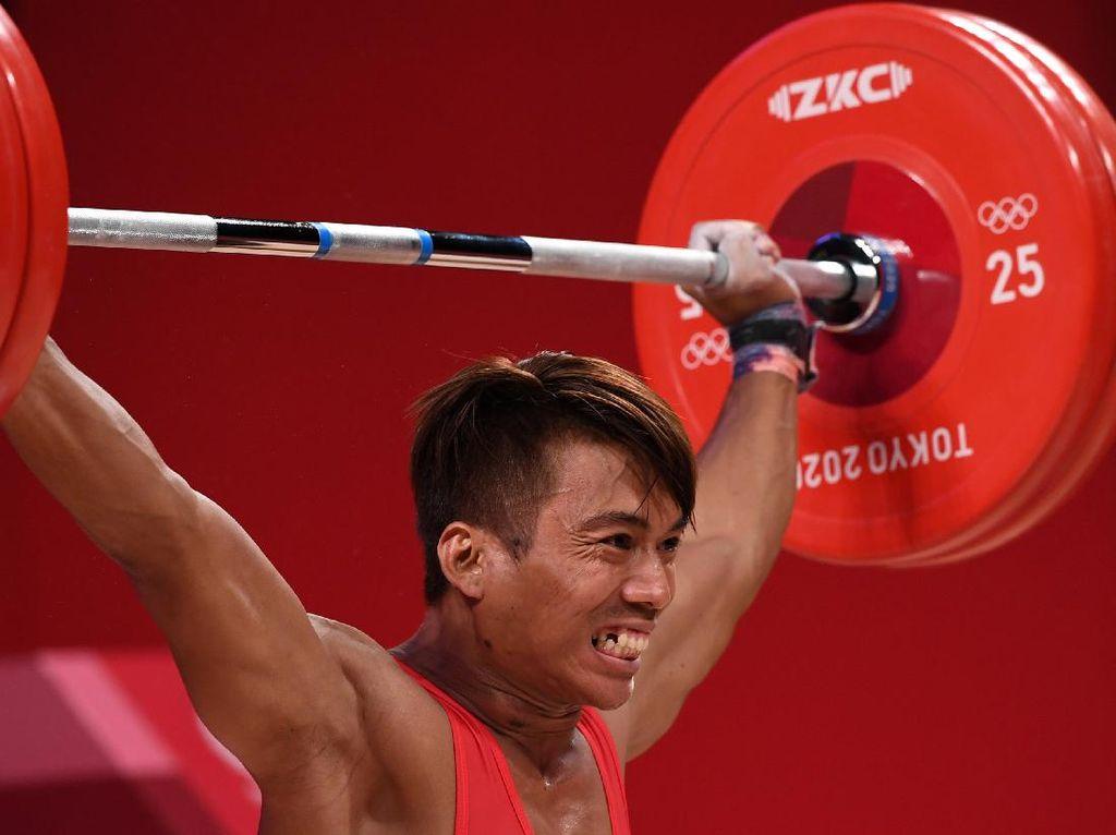 Momen Lifter Deni Gagal Rebut Medali di Olimpiade Tokyo 2020