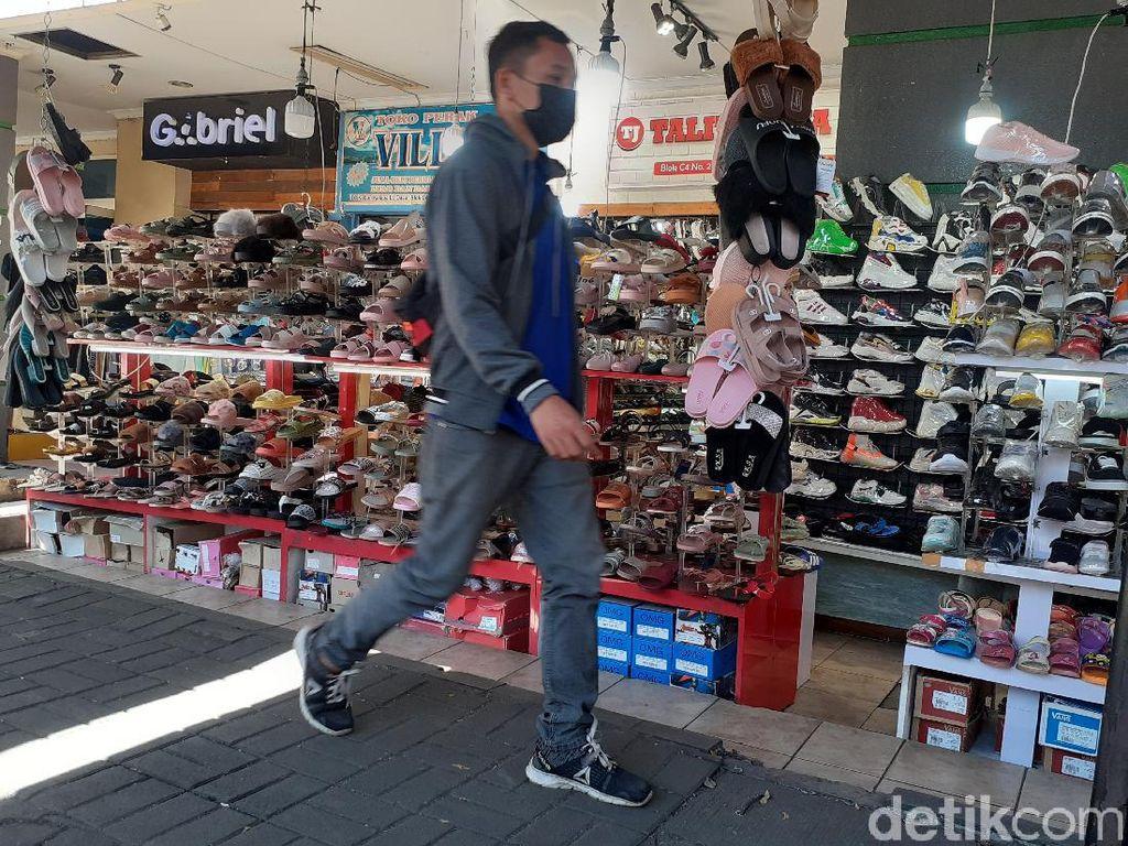 Pedagang di Pusat Perbelanjaan Bandung Mulai Buka Kembali Lapak Dagangan