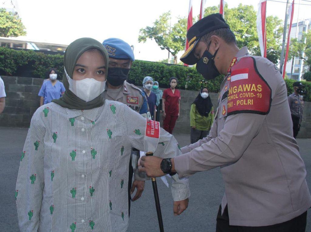 Kejar Herd Immunity, Polres Jakbar Gandeng 700 Relawan Gelar Vaksinasi