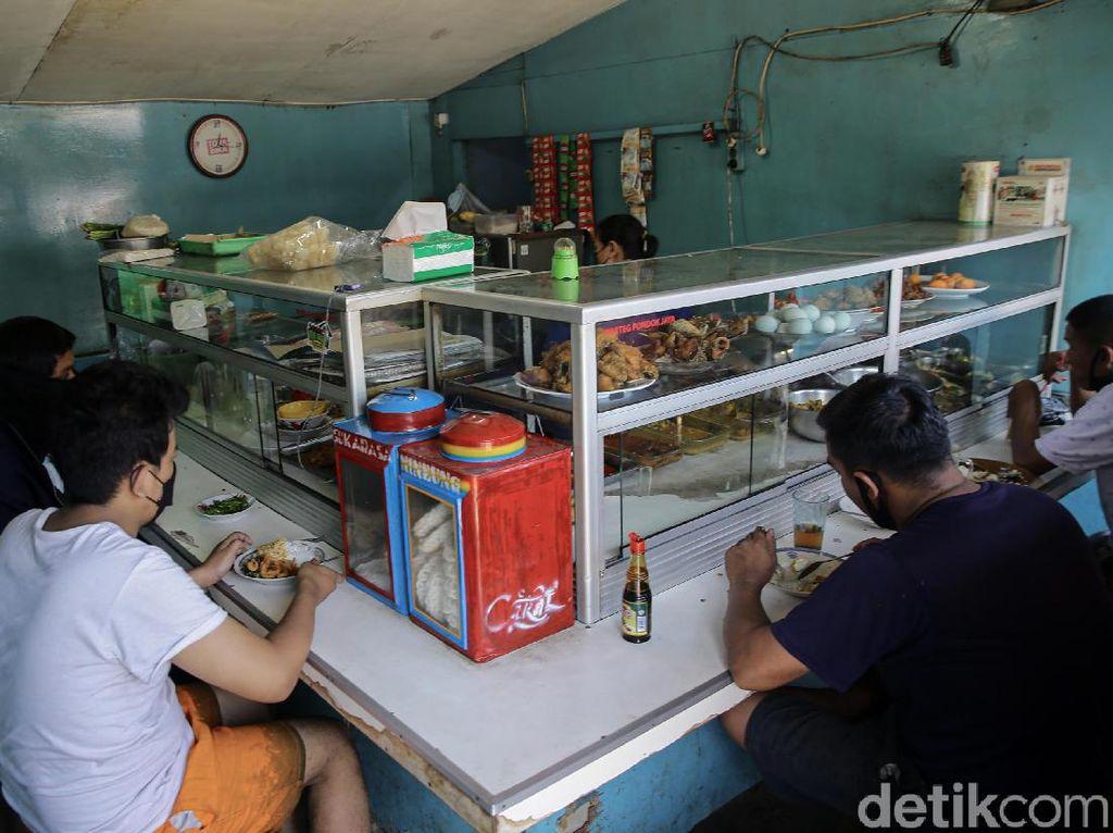 Aturan Baru DKI: Pembeli Warteg-PKL di Loksem Harus Sudah Vaksin