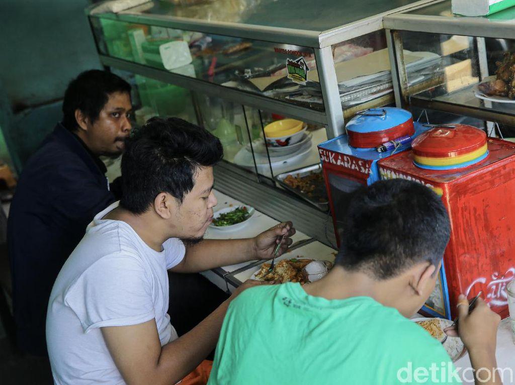 Ini Aturan PPKM buat Warteg hingga Supermarket di DKI Terbaru