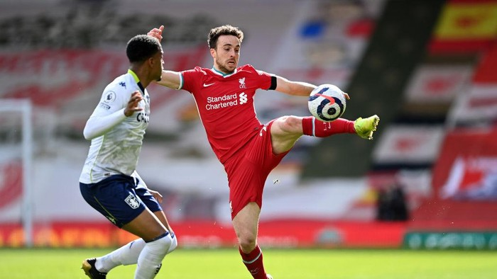 LIVERPOOL, ENGLAND - APRIL 10: Diogo Jota of Liverpool battles for possession with Ezri Konsa of Aston Villa during the Premier League match between Liverpool and Aston Villa at Anfield on April 10, 2021 in Liverpool, England. Sporting stadiums around the UK remain under strict restrictions due to the Coronavirus Pandemic as Government social distancing laws prohibit fans inside venues resulting in games being played behind closed doors. (Photo by Laurence Griffiths/Getty Images)