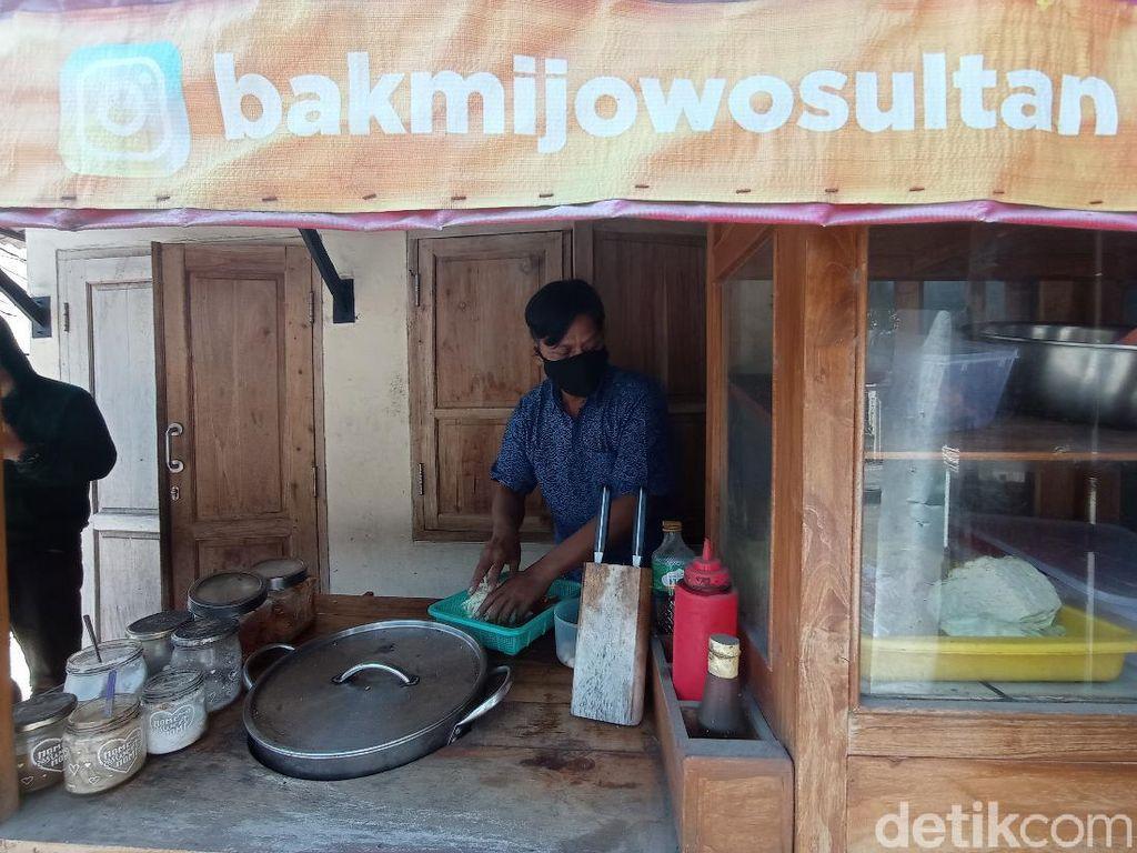 Salut! Kedai Bakmi di Cirebon Kirim Makanan Gratis ke Pasien Isoman