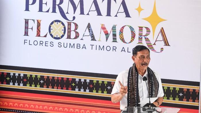 Menteri Koordinator Bidang Kemaritiman dan Investasi Luhut Binsar Pandjaitan memberikan sambutan pada acara puncak Gerakan Nasional Bangga Buatan Indonesia di Puncak Waringin, Labuan Bajo, Manggarai Barat, Nusa Tenggara Timur, Jumat (18/6/2021). Kegiatan yang bertajuk Kilau Digital Flobamora itu diharapkan dapat mendukung program pemerintah untuk memulihkan ekonomi dan pariwisata nasional yang terdampak pandemi COVID-19. ANTARA FOTO/Rivan Awal Lingga/aww.