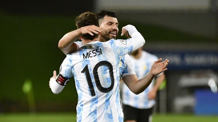 CUIABA, BRAZIL - JUNE 28: Lionel Messi of Argentina celebrates with teammate Sergio Agüero after scoring the third goal of his team during a Group A match between Argentina and Bolivia as part of Copa America 2021 at Arena Pantanal on June 28, 2021 in Cuiaba, Brazil. (Photo by Rogerio Florentino/Getty Images)
