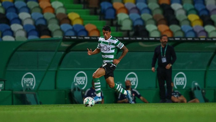LISBON, PORTUGAL - SEPTEMBER 24: Pedro Porro of Sporting CP during the UEFA Europa League third qualifying round match between Sporting CP and Aberdeen at Estadio Jose Alvalade on September 24, 2020 in Lisbon, Portugal. Football Stadiums around Europe remain empty due to the Coronavirus Pandemic as Government social distancing laws prohibit fans inside venues resulting in fixtures being played behind closed doors. (Photo by Carlos Rodrigues/Getty Images)