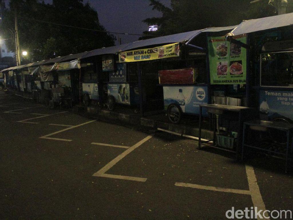 Dilema PKL Teras Cikapundung Bandung: Sepi Pembeli-Terbentur Modal