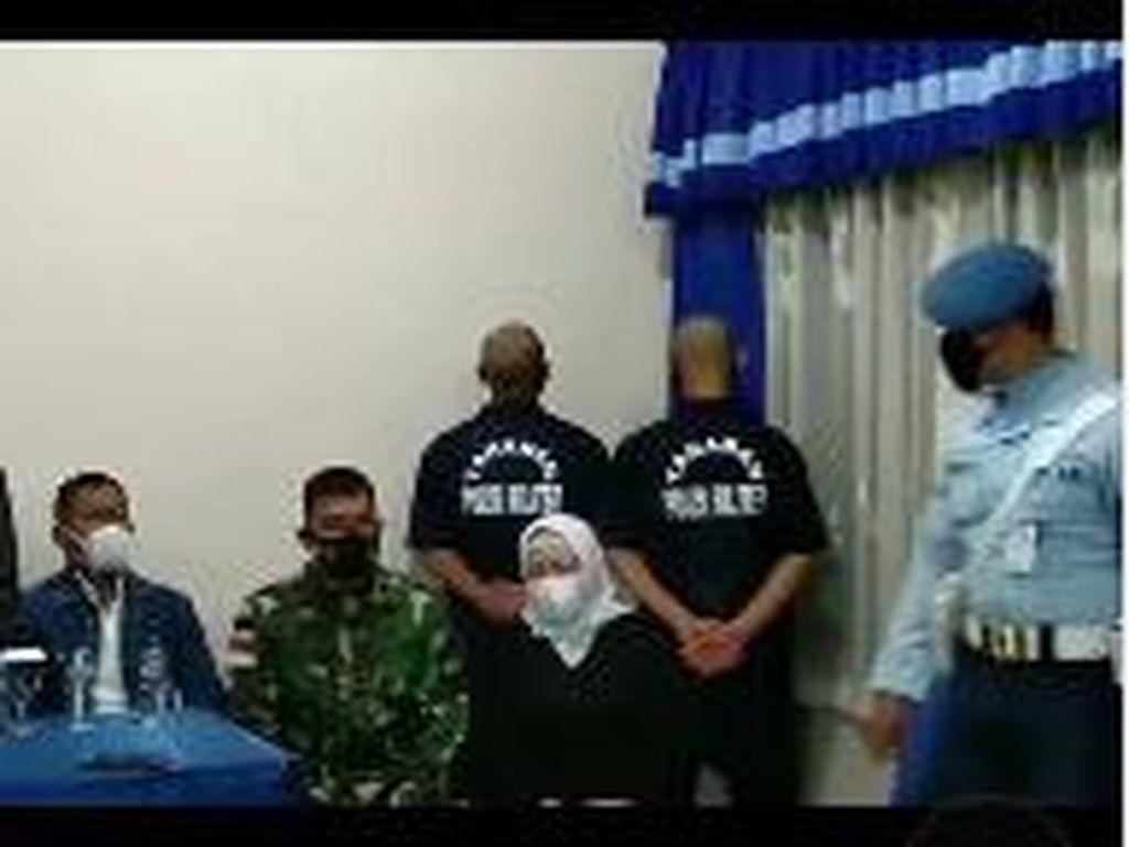 Penampakan Oknum TNI Penginjak Warga di Papua Berbaju Tahanan