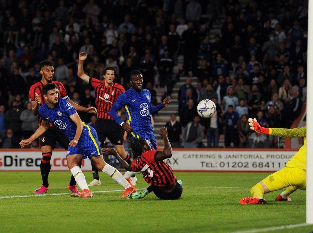 Chelsea Kalahkan Bournemouth 2-1