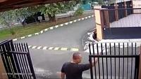 CCTV Pria di Jakbar Cekcok Berujung Kelahi Gegara Kotoran Anjing
