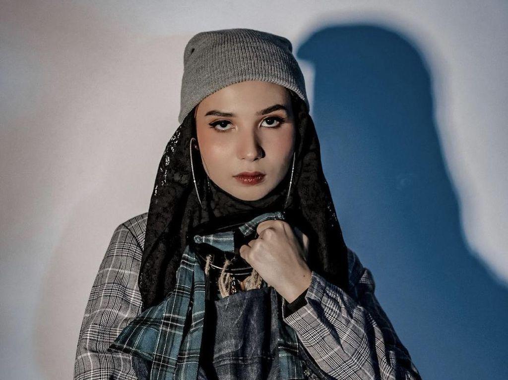 6 Gaya Hijab Daniella Kharishma Selebgram yang Kini Jadi Mualaf