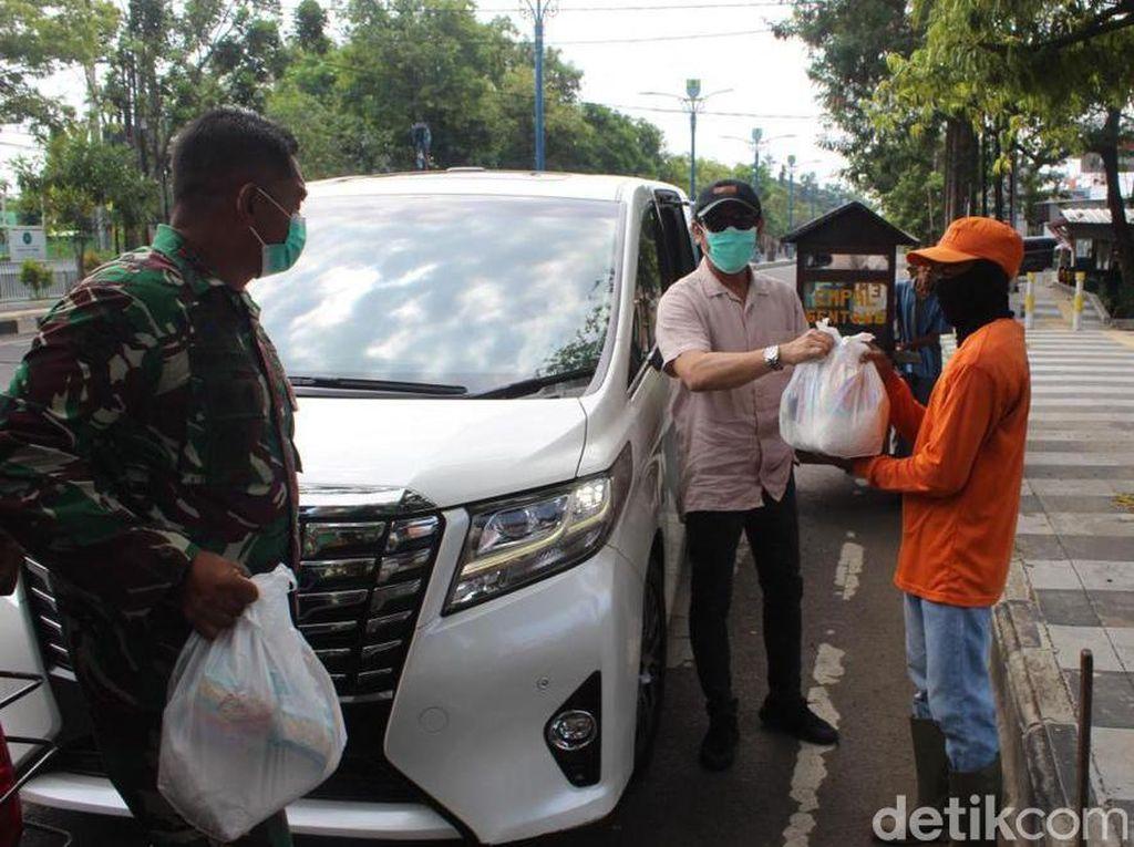 Aksi Dokter-YouTuber Cirebon Berbagi Saat Pandemi