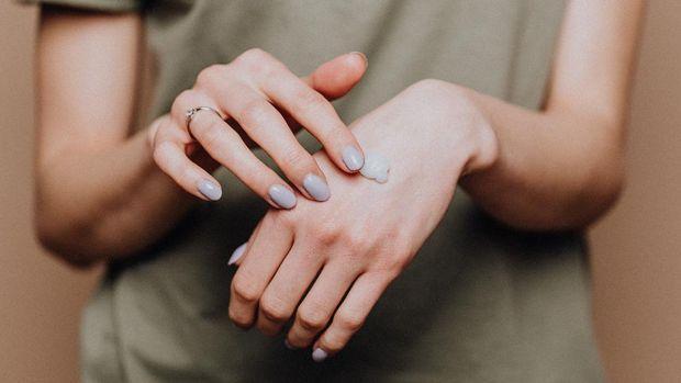 Foto: Melembabkan Tanpa Rasa Lengket, Ini Dia Rekomendasi Hand Cream Untukmu/ Pexels.com/karolinagrabowska