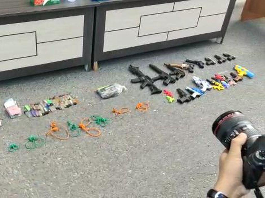 Polisi Sita Puluhan Pistol Mainan-Pisau dari Pembacok Ketua MUI Labura