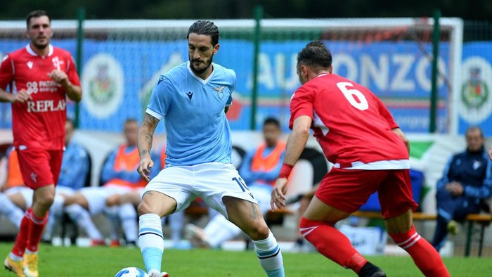 AURONZO DI CADORE, ITALY - JULY 27: Luis Alberto of SS Lazio in action during the Pre-Season Friendly match between SS Lazio and Padova on July 27, 2021 in Auronzo di Cadore, Italy. (Photo by Marco Rosi - SS Lazio/Getty Images)