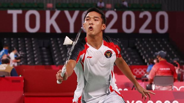 Tokyo 2020 Olympics - Badminton - Men's Singles - Group Stage - MFS - Musashino Forest Sport Plaza, Tokyo, Japan – July 28, 2021. Jonatan Christie of Indonesia in action during the match against Loh Kean Yew of Singapore. REUTERS/Leonhard Foeger
