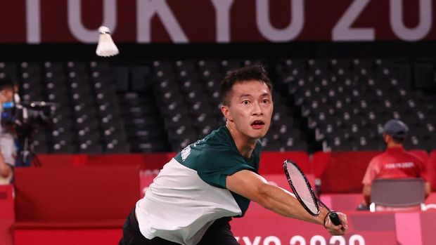 Tokyo 2020 Olympics - Badminton - Men's Singles - Group Stage - MFS - Musashino Forest Sport Plaza, Tokyo, Japan – July 28, 2021. Ng Ka Long of Hong Kong in action during the match against Kevin Cordon of Guatemala. REUTERS/Leonhard Foeger