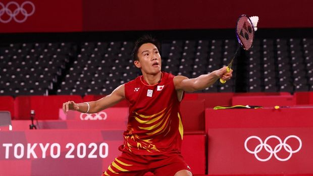 Tokyo 2020 Olympics - Badminton - Men's Singles - Group Stage - MFS - Musashino Forest Sport Plaza, Tokyo, Japan – July 28, 2021. Kento Momota of Japan in action during the match against Heo Kwang-Hee of South Korea. REUTERS/Leonhard Foeger