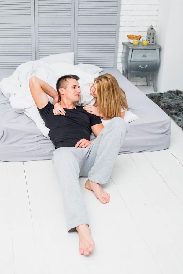 Pillow talk setelah bercinta