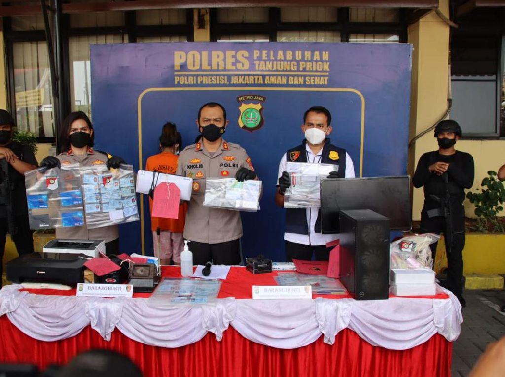 Pemalsu Kartu Vaksin Ditangkap di Bogor, Terlacak Lewat Jasa Ekspedisi